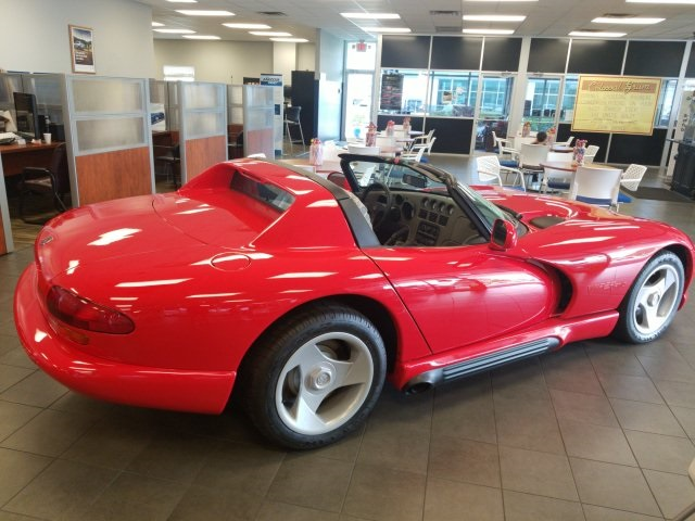 Pre-Owned 1994 Dodge Viper RT/10